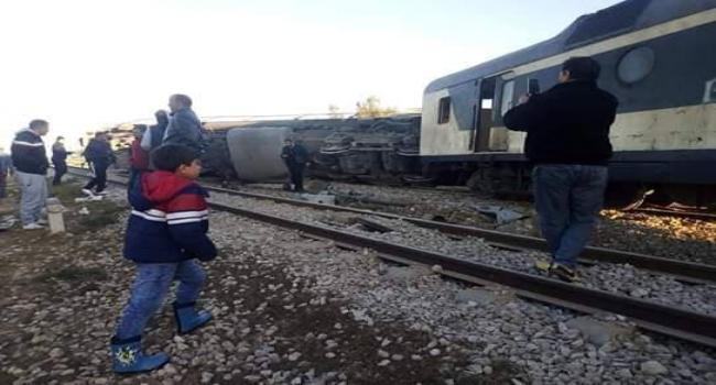 في الساعات الأولى من هذا الصباح: إنقلاب عربتين من القطار السريع قابس-تونس.. التفاصيل