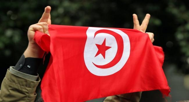 صحيفة الغارديان : تونس آخر المعاقل الديمقراطية في العالم العربي