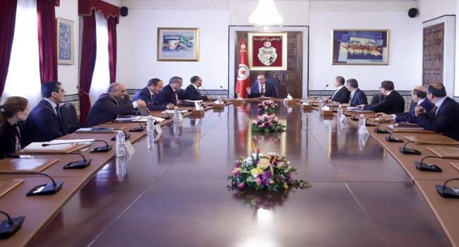 بالصورة : مسافة أمان في مجلس الوزراء بالقصبة توقيا من كورونا