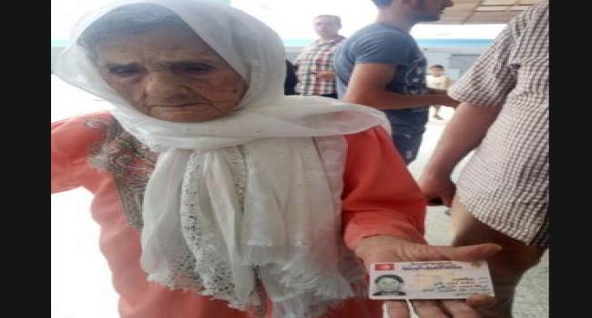 تبلغ من العمر 102 سنة: المُعمرّة  «سالمة بالعيد» تُدلي بصوتها لرئاسية 2019