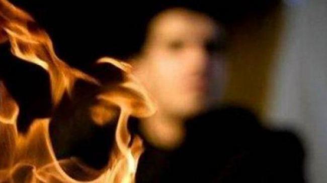 عاجل – أمني معزول يحاول الانتحار حرقا أمام مقر اقليم الحرس بالقصرين