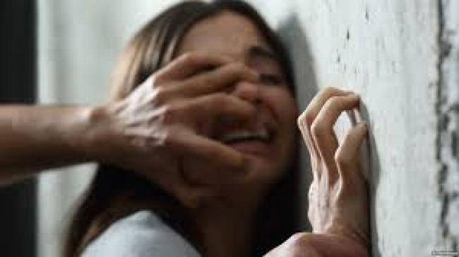 العوينة: طفل يحول وجهة زميلته في المعهد بإستعمال السكين ثم يغتصبها