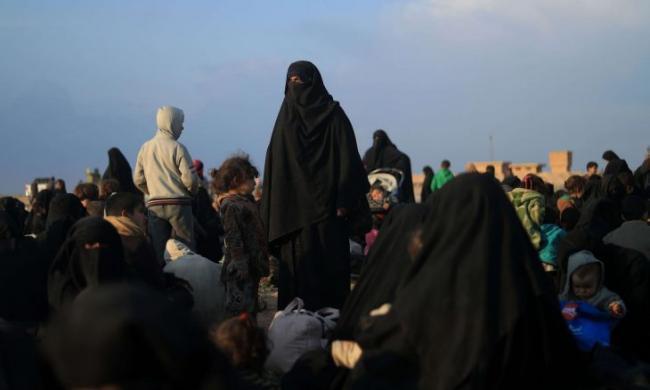 """العراقيات المنتميات لتنظيم """"داعش"""" يحرقن خيمة زميلاتهن التونسيات في """"مخيم الهول""""..التفاصيل والأسباب"""