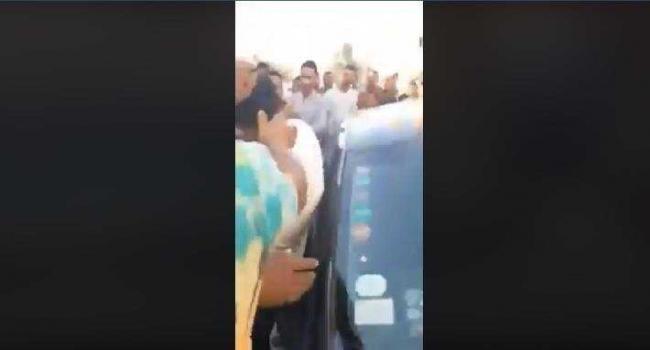 عدد من أنصار قيس سعيد يعنفون منسّق قلب تونس