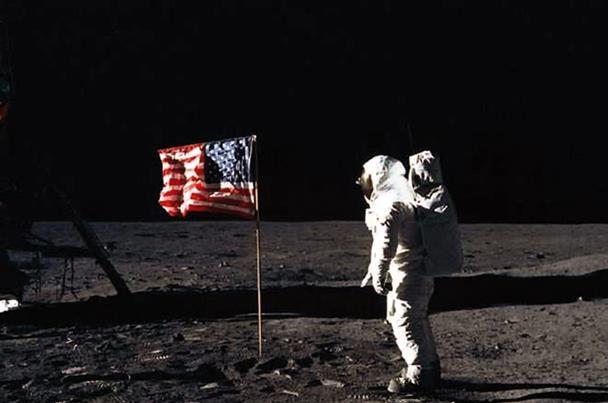 الحلقة 4 سلسلة الأرض المسطحة – نشر أكاذيب محطة الفضاء الدولية