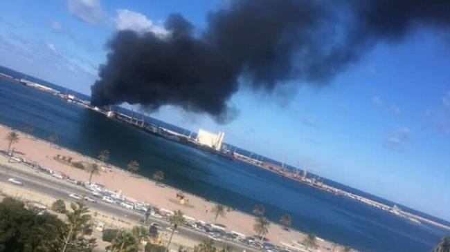 """""""الجيش الليبي"""" يعلن تدمير سفينة تركية محملة بالأسلحة في ميناء طرابلس"""