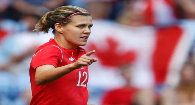 """لاعبة كندية تقترب من لقب """"أفضل هدافة بالتاريخ"""""""
