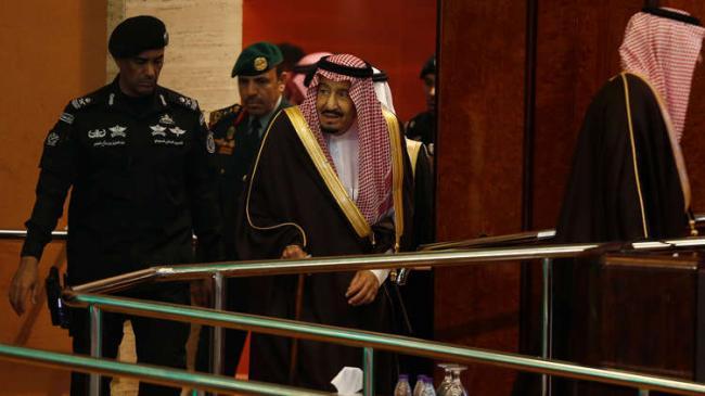 الكشف عن مكان الملك سلمان.. وتفاصيل عن إطلاق نار كثيف يستهدف طائرة مسيرة قرب القصور الملكية في الرياض