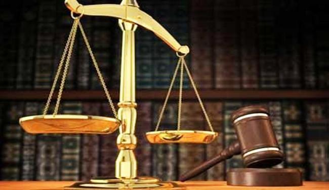القضاء الجزائري يمنع سفر سياسيين ورجال أعمال