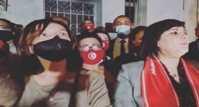 """مايا الكسوري تعلّق على ظهورها إلى جانب عبير موسي في اعتصام """"الغضب"""" الدستوري الحر أمام مقر """"القرضاوي"""" وتنشر هذه الرسالة"""
